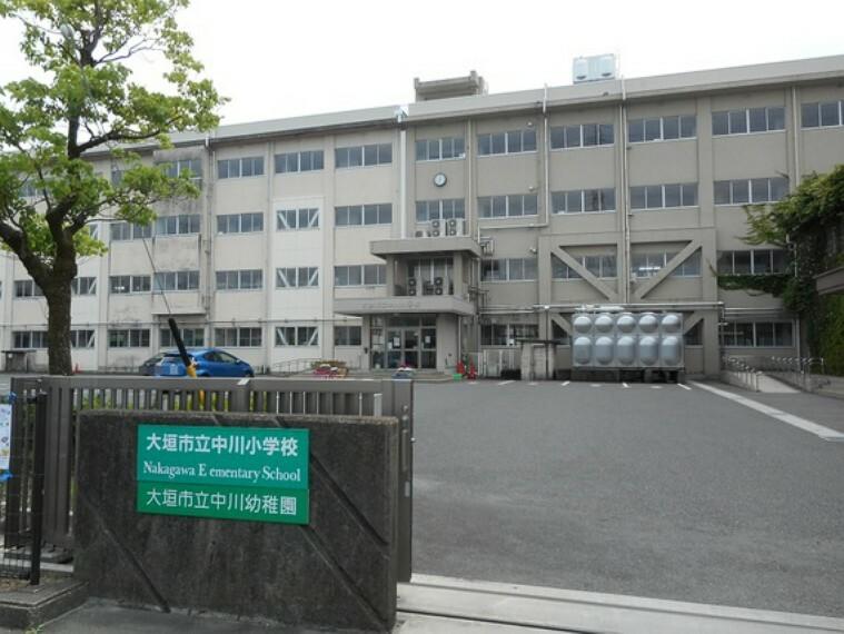 小学校 中川小学校まで徒歩約15分。(約1200m)