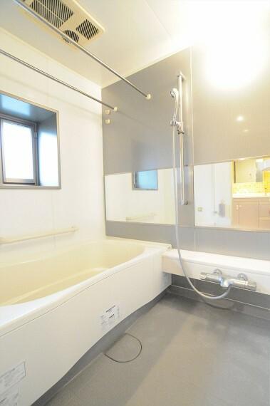 浴室 窓のある浴室