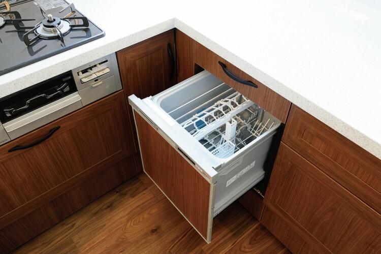 食器洗い乾燥機  面倒な食事の後片付けをサポート。水や時間を節約できます。