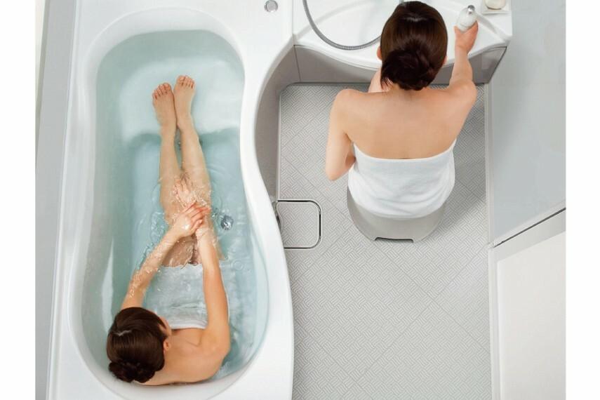 バスルーム/エルゴデザイン  ゆるやかな曲線と、一体感あるデザインが生み出すリラクゼーション。人間工学に基づいた「エルゴデザイン」によりバスタブも洗い場も広々ゆったり使えます。