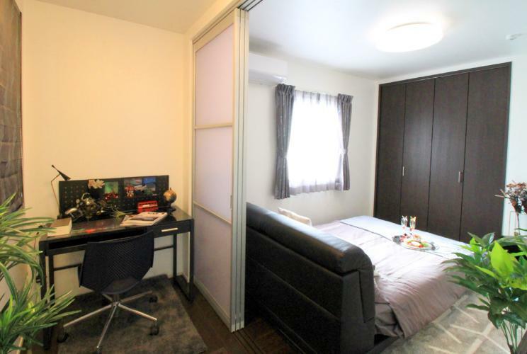 完成予想図(内観) 書斎付きの主寝室。就寝前の読書や趣味の時間など、大人だけのプライベートスペースとしてお使いいただけます。※現地23号地モデルハウス(2019年5月撮影)