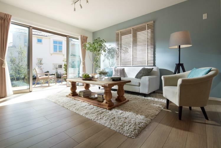 居間・リビング ※掲載の写真は、I街区90号棟(分譲済)を2016年10月に撮影したものに、一部CG加工を施しており、造作家具等オプション品(費用別途)が含まれています。家具・備品・調度品等は販売価格に含まれていません。