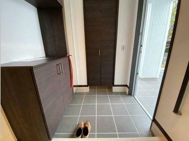 玄関 シューズクロークもあり玄関がスッキリ片付きます