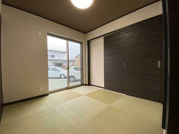 和室 ホールからもリビングからも入れる和室(4.5帖)客間としても便利です