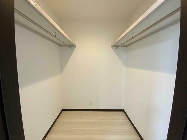 収納 2F洋室A ウォークイン(2帖)タンスを置かなくても沢山の洋服がかけれます