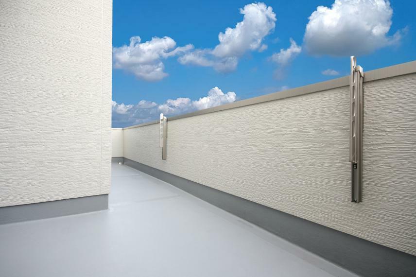 バルコニー B棟バルコニーには奥行が約1.8mある部分があります。ゆったりとして使い勝手も良いバルコニーです。