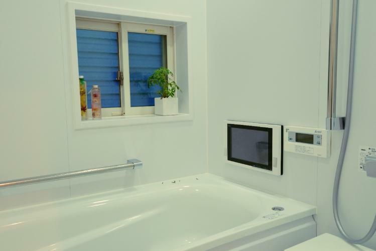 浴室 浴室TV、追い炊き機能付システムバスが標準装備です