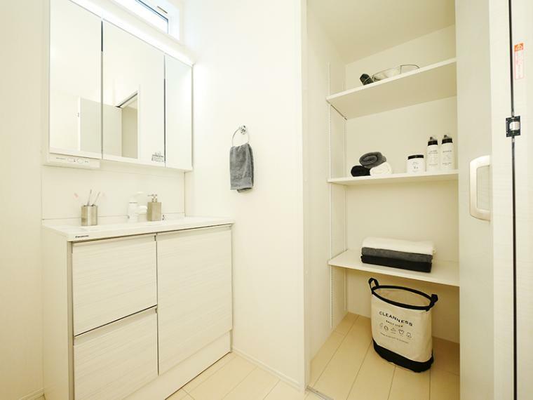 脱衣場 【ZEH仕様+IOT仕様付】8号地モデルハウス 洗面室