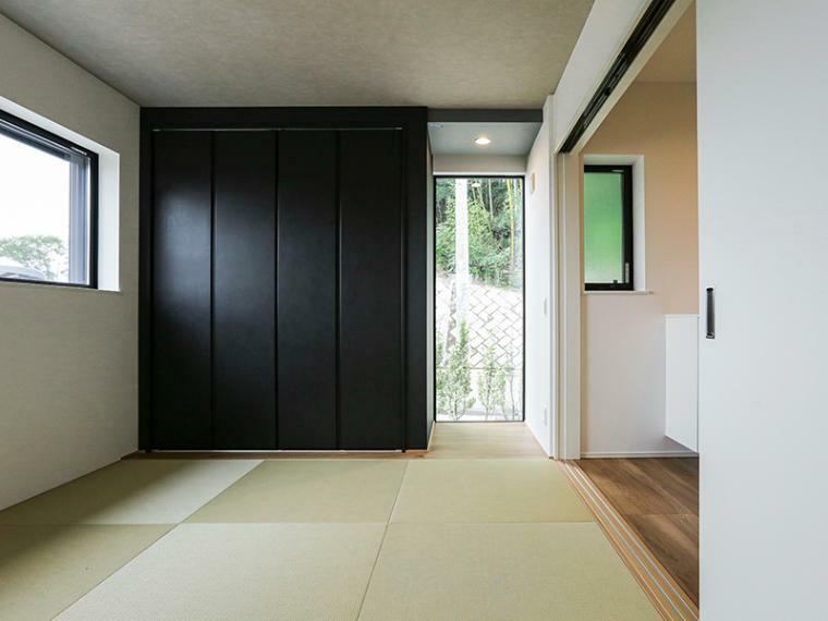 和室 風景を切り取る、額縁のような窓が印象的な和室。(A-5号棟)