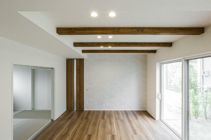居間・リビング リビングは梁見せ天井により、高さ2.7mの開放的な空間となりました。(A-9号棟)