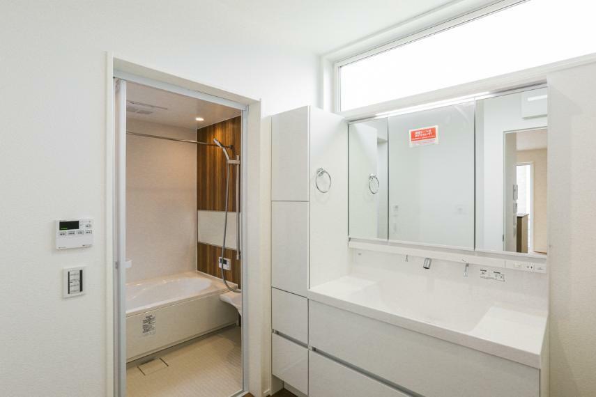 洗面化粧台 キッチンの近くに配置した洗面室。家事動線がスムーズな間取りです。(A-9号棟)