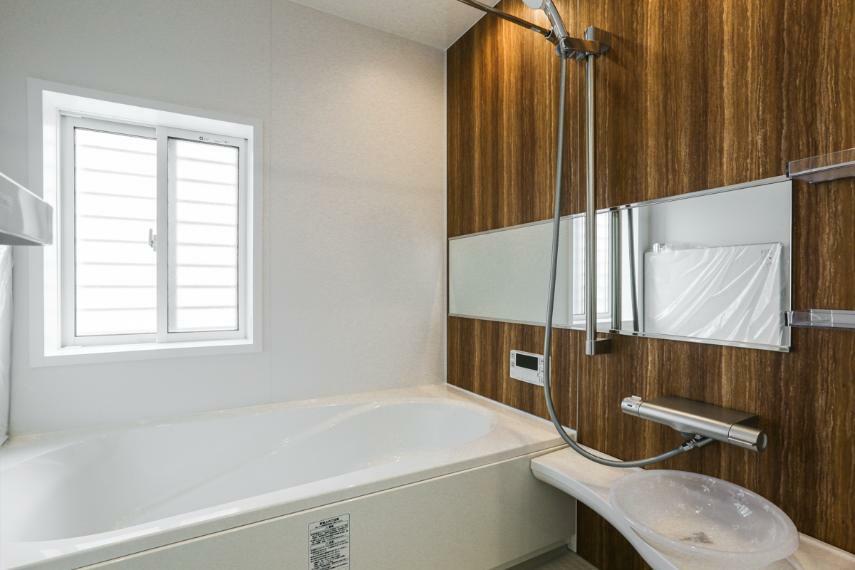 浴室 高級感あふれるバスルーム。浴室内の湿気を除去してくれる除菌イオン機能付浴室暖房乾燥機を設置しています。(A-9号棟)