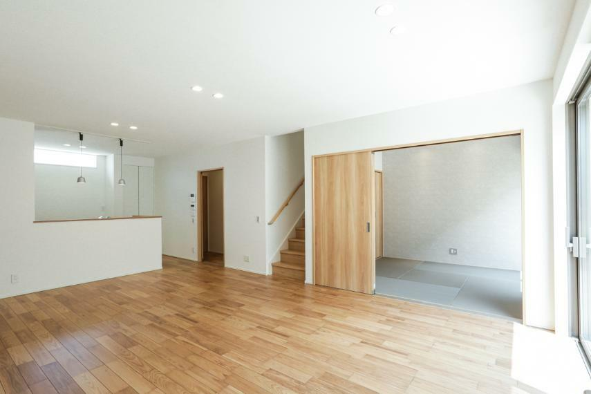 居間・リビング 2階へは必ずリビングを通る動線で家族のコミュニケーションが自然とはずみます。(B19-7号棟)