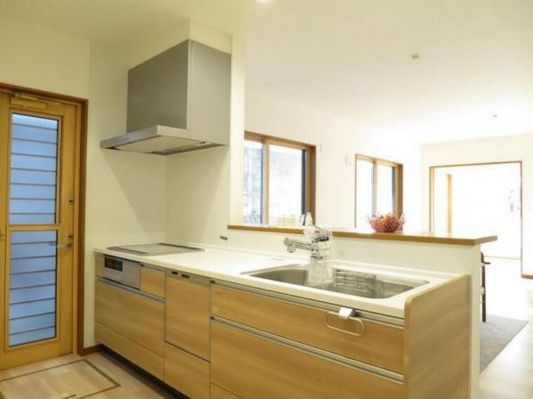 キッチン 対面式キッチンはご家族とお話しながら楽しくお料理できます。