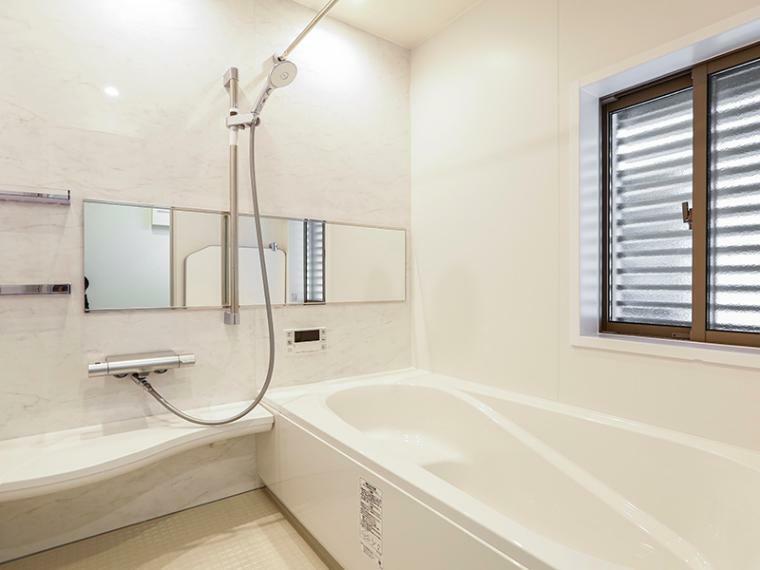 浴室 ゆったりとした時間を過ごせるくつろぎのバスルーム。(1号棟)