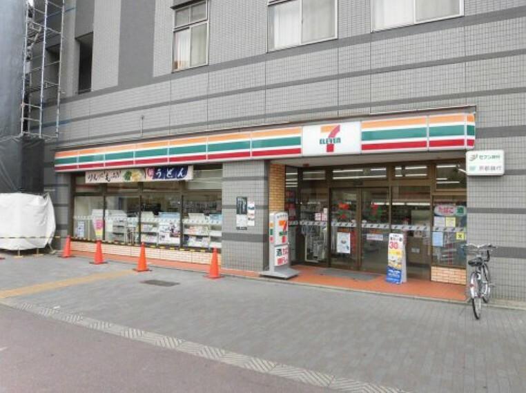 コンビニ 【コンビニエンスストア】セブンイレブン 京都堀川松原店まで800m