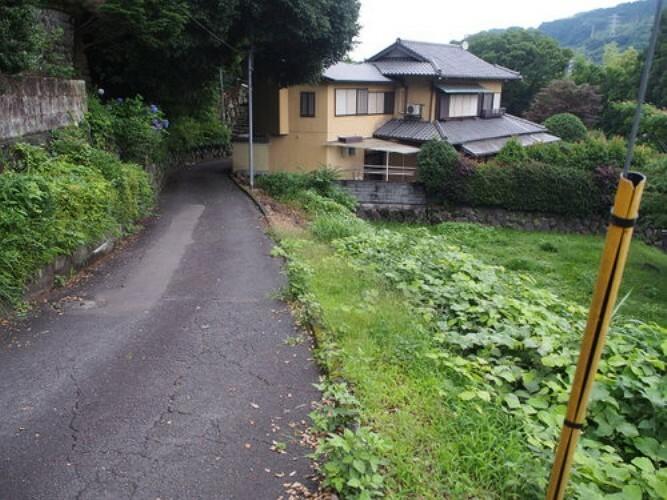 現況写真 2方面道路ですので、風通し良好、開放感もございます。