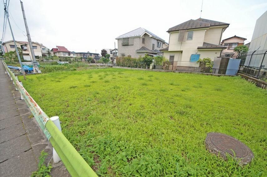 現況写真 広々とした敷地で、カースペースもお庭も、たっぷり余裕を持って計画可能です。