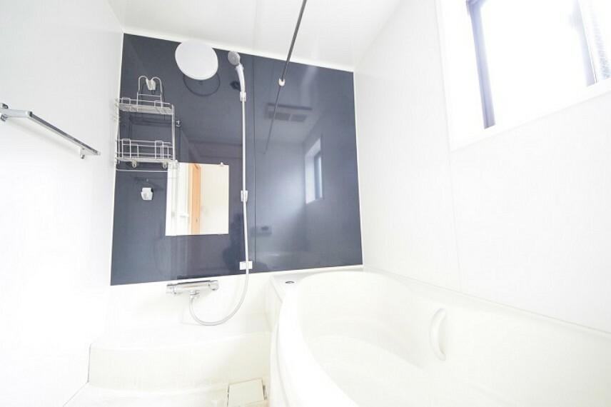浴室 シンプルな棚や小物置きはお掃除もしやすく、いつでも清潔空間。