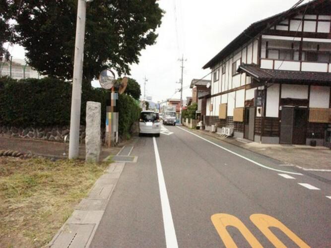 現況写真 前面道路は約6mとゆったりしているので駐車もしやすいですね。