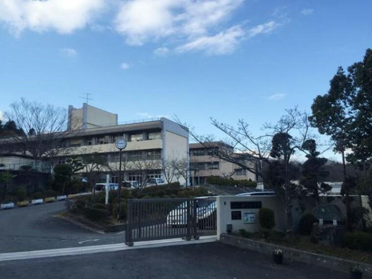 小学校 「俵口小学校」まで徒歩約5分(350m)