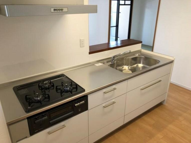 キッチン 施工例:リフォーム後 仕切りを取ることで開放感が出ました!