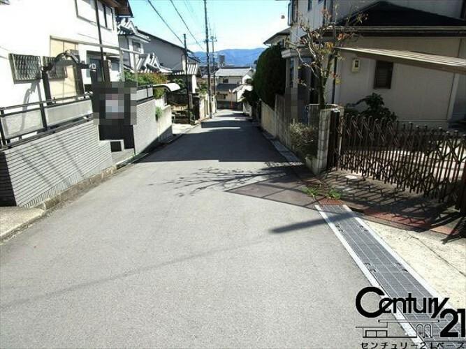 現況写真 ■前面道路は広く車通りも少ないのでお子様のいらっしゃる方も安心して頂けます■