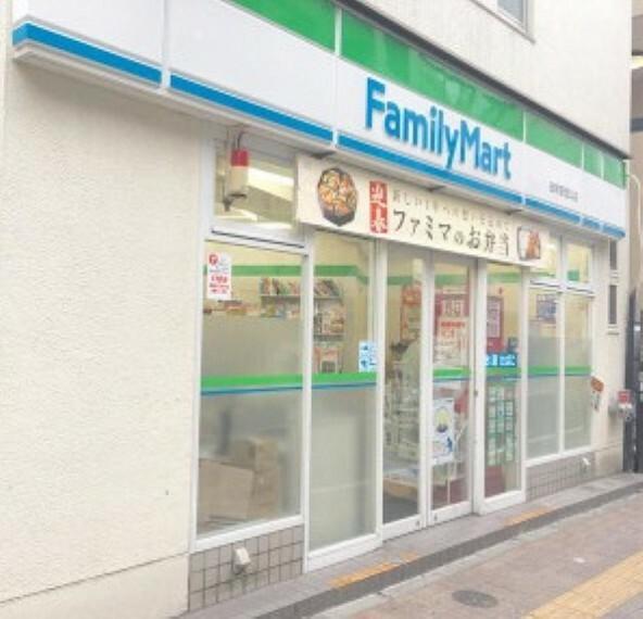 コンビニ 【コンビニエンスストア】ファミリーマート田町駅西口店まで889m