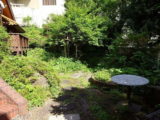 庭 庭木豊富で広いお庭があります