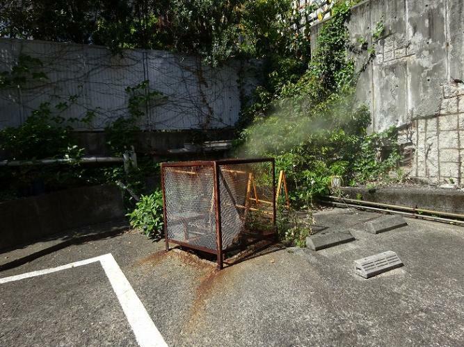 温泉の地熱を利用した床暖房設備があります