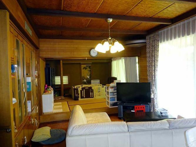 居間・リビング リビングの奥に和室があります