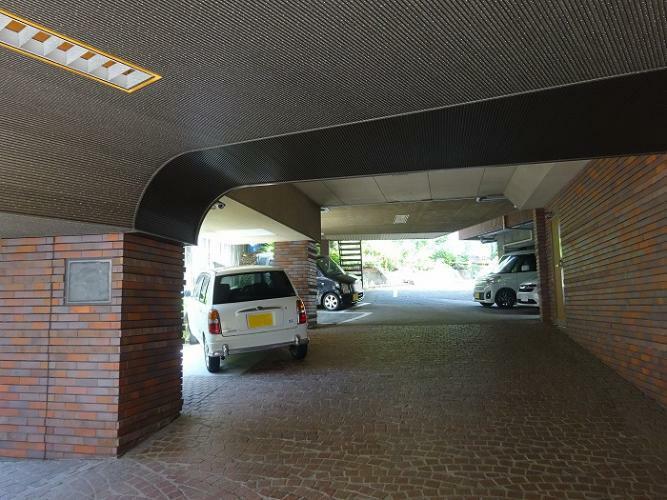 駐車場 全15台(普通車・軽乗用車)駐車可能です