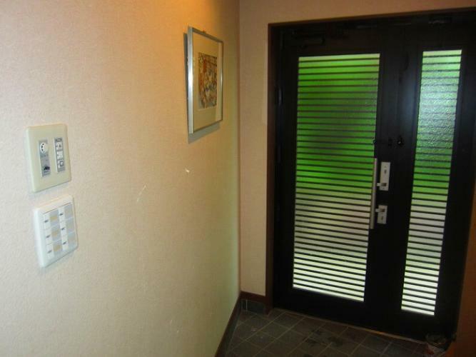 玄関 玄関は1階、LDKの横にあります