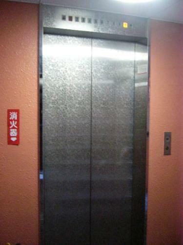 エレベーターも完備されております。