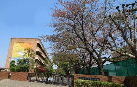 中学校 西中学校(650m)