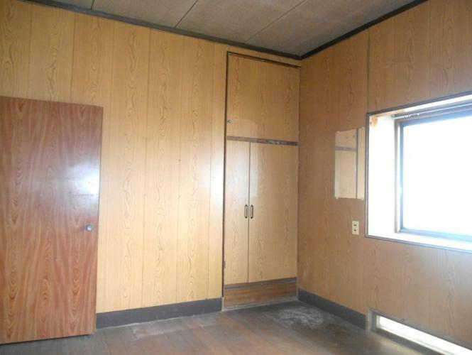 洋室 玄関右横の洋室