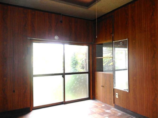 洋室 玄関左横の洋室