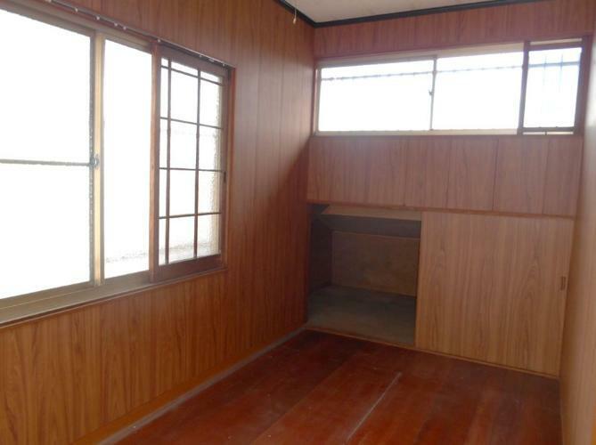 洋室 2階4帖の洋室、屋根裏収納あり