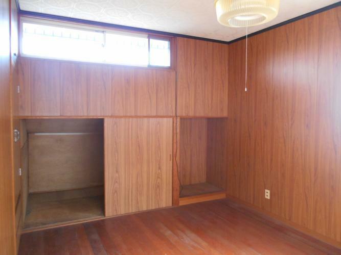 洋室 2階6帖の洋室、屋根裏収納あり