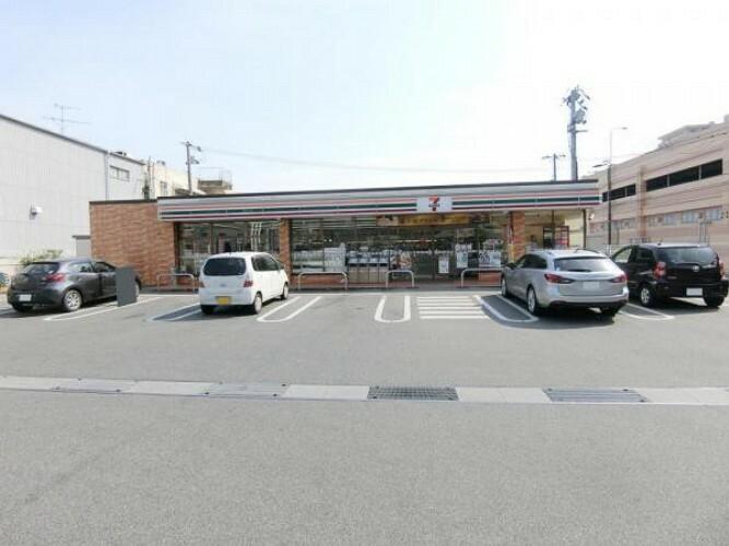 コンビニ セブンイレブン 呉阿賀中央5丁目店