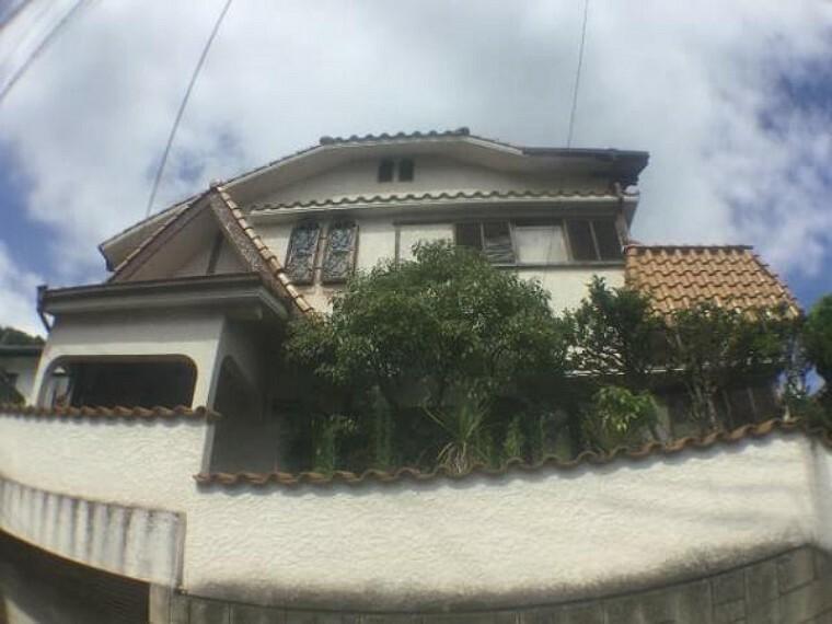 外観写真 植栽も綺麗に手入れされております。緑の見えるお家は感じがいいですね。
