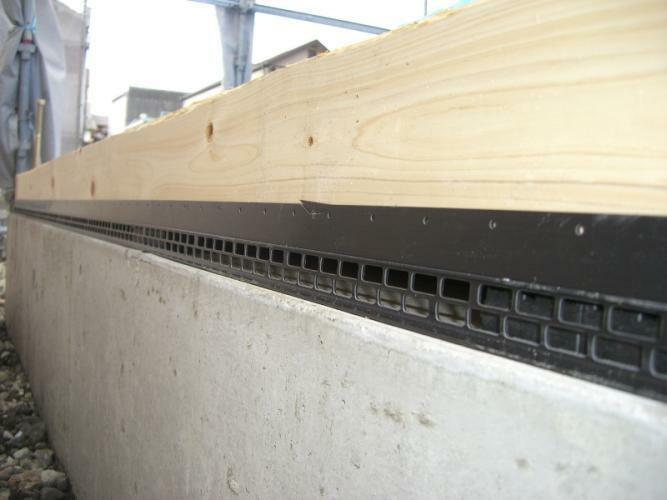 構造・工法・仕様 通風性を確保して床下の湿気対策に有効な基礎パッキン工法。