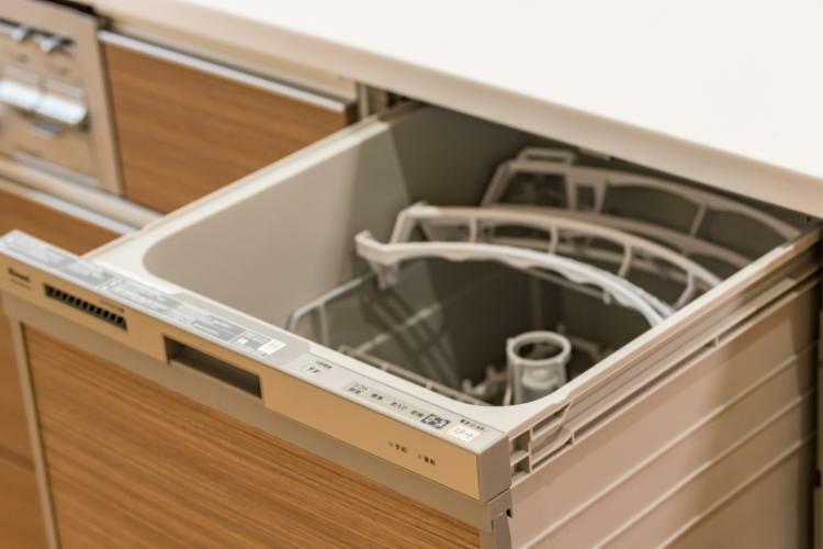 奥様も満足の多機能システムキッチン。食洗器も内蔵で家事をしっかりサポート!!