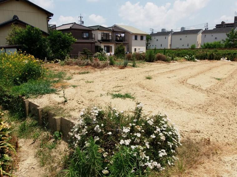 外観・現況 愛知用水転用金1平米当たり200円必要です。道路と敷地との間に旧建設省所有の土地がある為、愛知県に専用申請が必要です。