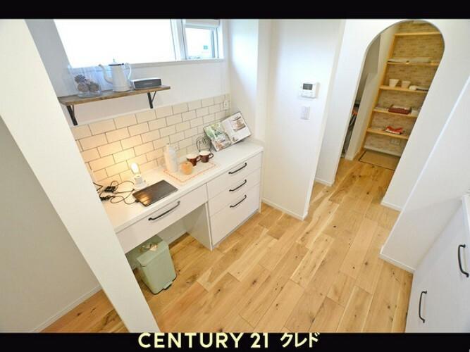 キッチン キッチン後ろのカップボードです!朝のコーヒーを入れるのも、楽しみになりそうな空間です!