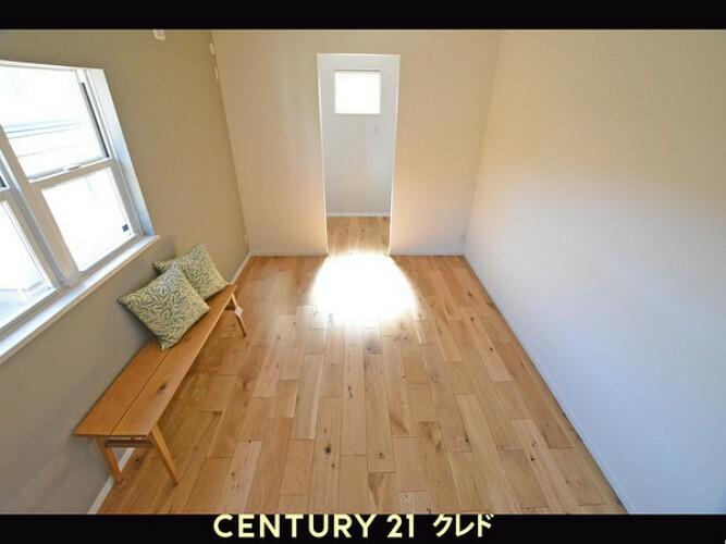 洋室 南西のお部屋です!ウォーキングクローゼットもついていますので、主寝室にいかがですか?