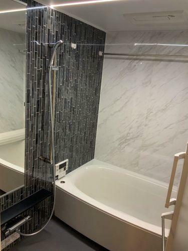 浴室 ゆったりとくつろげる広いバスルーム。
