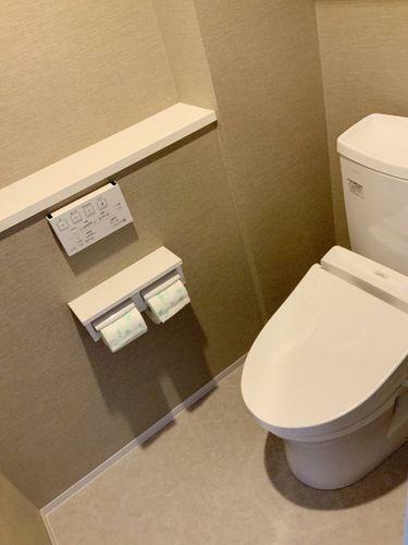 トイレ ウォシュレット機能付きのトイレ。
