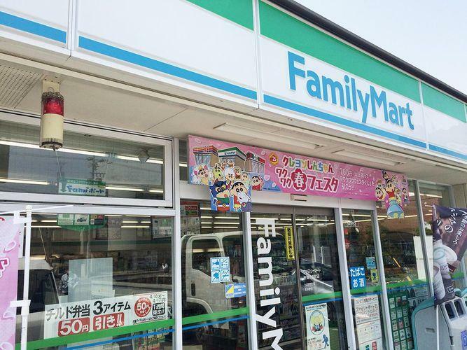 コンビニ ファミリーマート安城住吉町店 徒歩3分。