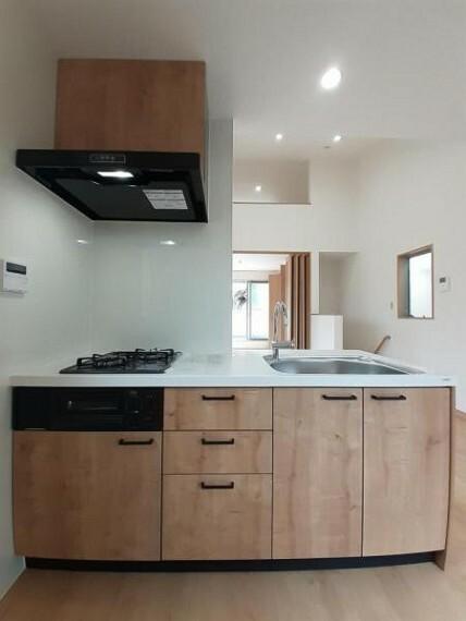 キッチン 木目調の落ち着いた雰囲気のシステムキッチン!
